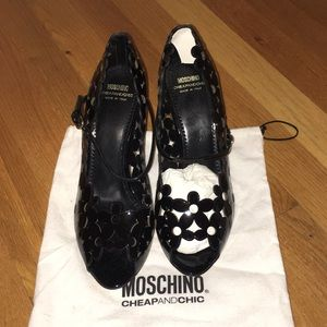 Beautiful patent leather moschino pumps